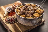 Gulash de carne de res y patatas - Autocalentable